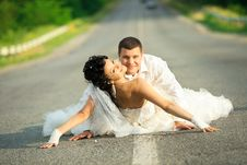 Free Bride And Groom On Countryside Road Stock Image - 20639801
