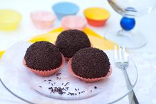Free Chocolate Balls Royalty Free Stock Photos - 20639938