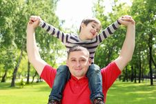 Free Father With His Son In The Park Royalty Free Stock Images - 20643629