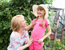 Free Mother And Daughter Gardening Together Stock Image - 20643791