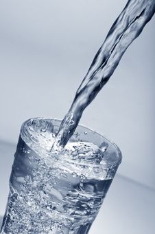 Free Fresh Water Pouring Into A  Glass Royalty Free Stock Photos - 20643798