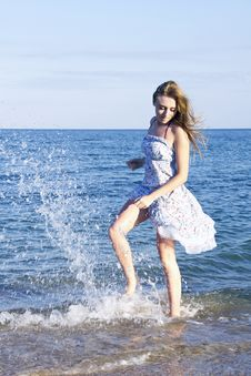 Free Young Lady Jumping With Splash In The Sea Royalty Free Stock Images - 20644039