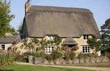 Free Thatched Cottage In Kirklington Stock Photo - 20644330