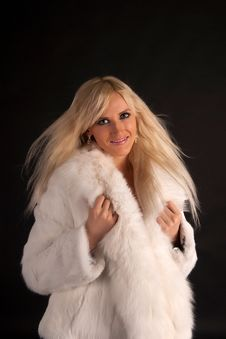 Free The Beautiful Blonde In A White Fur Coat Royalty Free Stock Images - 20649429