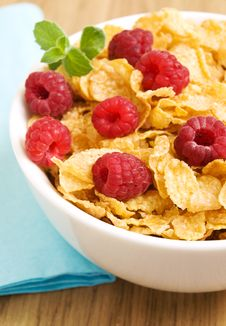 Free Corn Flakes With Raspberries Royalty Free Stock Photos - 20652988