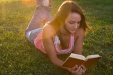 Free Woman Reading Royalty Free Stock Photography - 20659747