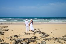 Free Honeymooners Holding Hands On A Beach Royalty Free Stock Photos - 20661418