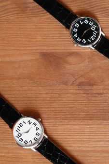 Free Watches On Wood Royalty Free Stock Images - 20667819