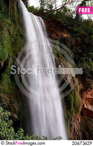 Free Waterfall At The Monasterio De Piedra Royalty Free Stock Images - 20673629