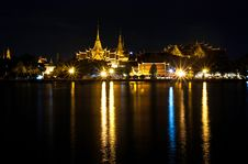 Free Royal Place At Night In Thailand Royalty Free Stock Image - 20670736