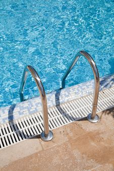 Free Blue Swimmingpool Royalty Free Stock Photo - 20673215
