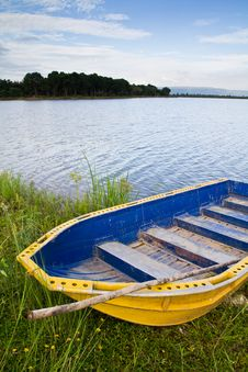 Free Yellow Boat Stock Photo - 20673990