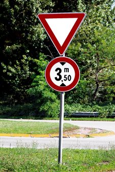 Free Attention Road Sign Stock Photo - 20684500