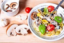 Free Pasta With Mushrooms Sauce Stock Images - 20686204