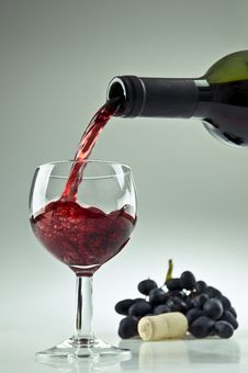 Free Pouring A Glass Of Wine Stock Photo - 20695790