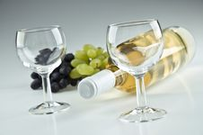 Free Bottle Of Wine And Two Glasses Royalty Free Stock Image - 20695816