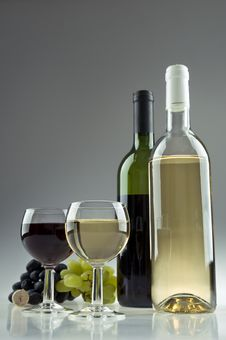 Free Two Wine Bottles And Glasses Royalty Free Stock Images - 20695819