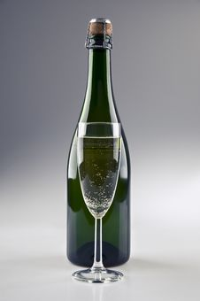 Free Champagne Bottle And Glass Royalty Free Stock Images - 20695899