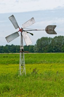 Free Old Dutch Windmill In The Field Royalty Free Stock Images - 20697119