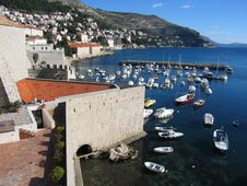 Free Dubrovnik Harbour Royalty Free Stock Photos - 2072108