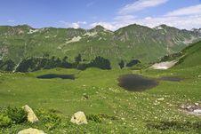 Free Two Mountain Lakes Royalty Free Stock Photography - 20702967
