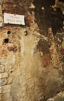 Free Alley Of The Rose - Italy Royalty Free Stock Photo - 20706185