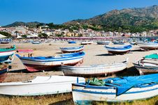 Free Old Boats On  Beach, Sicily Royalty Free Stock Photos - 20713648