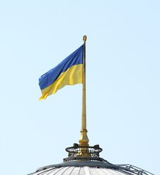 Free Ukrainian Flag On A Parliament Roof In Kiev Stock Photo - 20713840