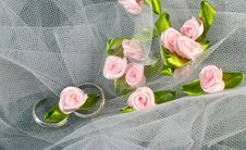 Free Rings And Roses Royalty Free Stock Images - 20714979