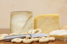 Free Cheeses And Bread Royalty Free Stock Image - 20715336
