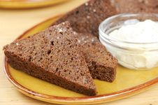 Free Black Bread Toasts With Garlic Sauce On A Plate Stock Photography - 20715442