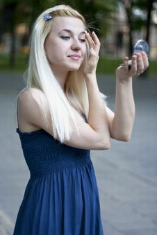 Free Young Woman With Mirror Stock Images - 20725814