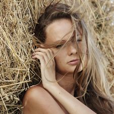 Free Portrait Of A Girl Next To Haystack Royalty Free Stock Photos - 20726598