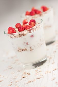 Free Yogurt With Muesli And Strawberries Royalty Free Stock Image - 20727416