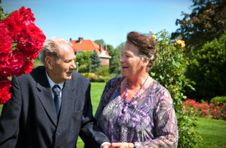 Free Old Couple In Garden Royalty Free Stock Images - 20733889