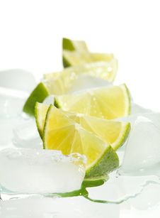Free Lemon Slices On Ice Royalty Free Stock Images - 20734459