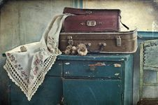 Old Suitcases And Garlic Royalty Free Stock Photo