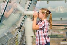 Free A Girl Looks Through A Telescope Royalty Free Stock Image - 20742006
