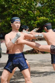 Free Model Of Thai Boxing (Muay Thai) Royalty Free Stock Images - 20746439
