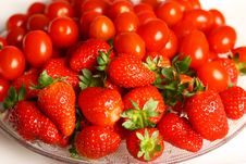 Free Strawberry And Tomato Royalty Free Stock Image - 20746446