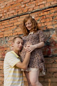 Free Young Man Kisses His Pregnant Wife Royalty Free Stock Photos - 20749858