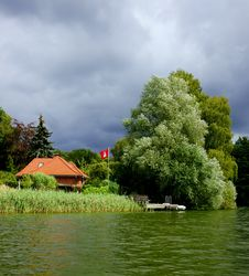 Free House On A Lake Stock Image - 20755361