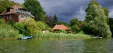 Free Houses On A Lake Royalty Free Stock Photo - 20755435