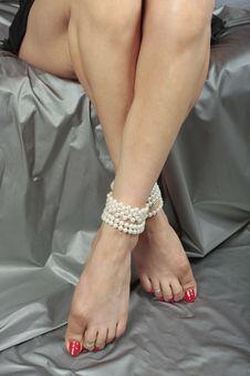 Free Beautiful Woman  Legs Sitting Royalty Free Stock Photo - 20755625
