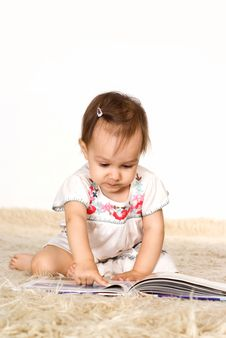 Little Girl Reading Stock Photography