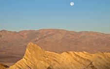 Free Moonrise Over Zabriskie Point Royalty Free Stock Images - 20762949