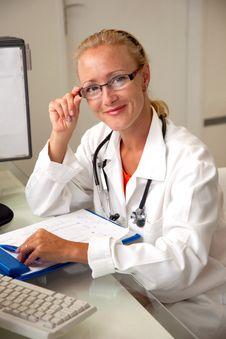 Free Female Medical Professional Royalty Free Stock Photos - 20763078