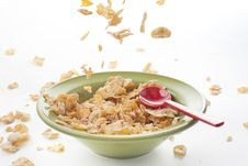 Free Cereal Falling On The Bowl Royalty Free Stock Image - 20764716