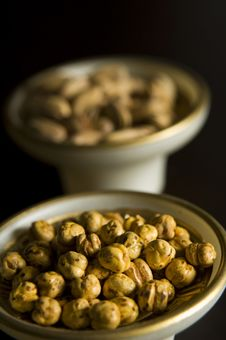 Free Chickpeas On The Bowl And Pistacio Royalty Free Stock Photo - 20767525