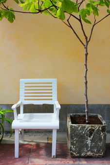 Free White Garden Chair Royalty Free Stock Photo - 20767805